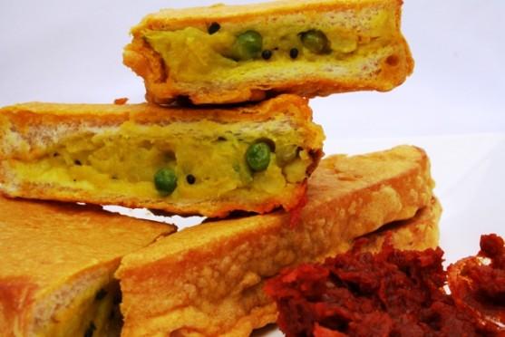 1.Bread-Pakoda-557x3721