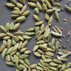 Green-cardamon (1)