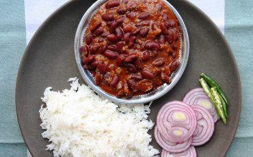 Indian food recipes authentic tasty dishes maunika gowardhan kashmiri rajma masala kidney bean curry with tomato ginger and cardamom forumfinder Image collections